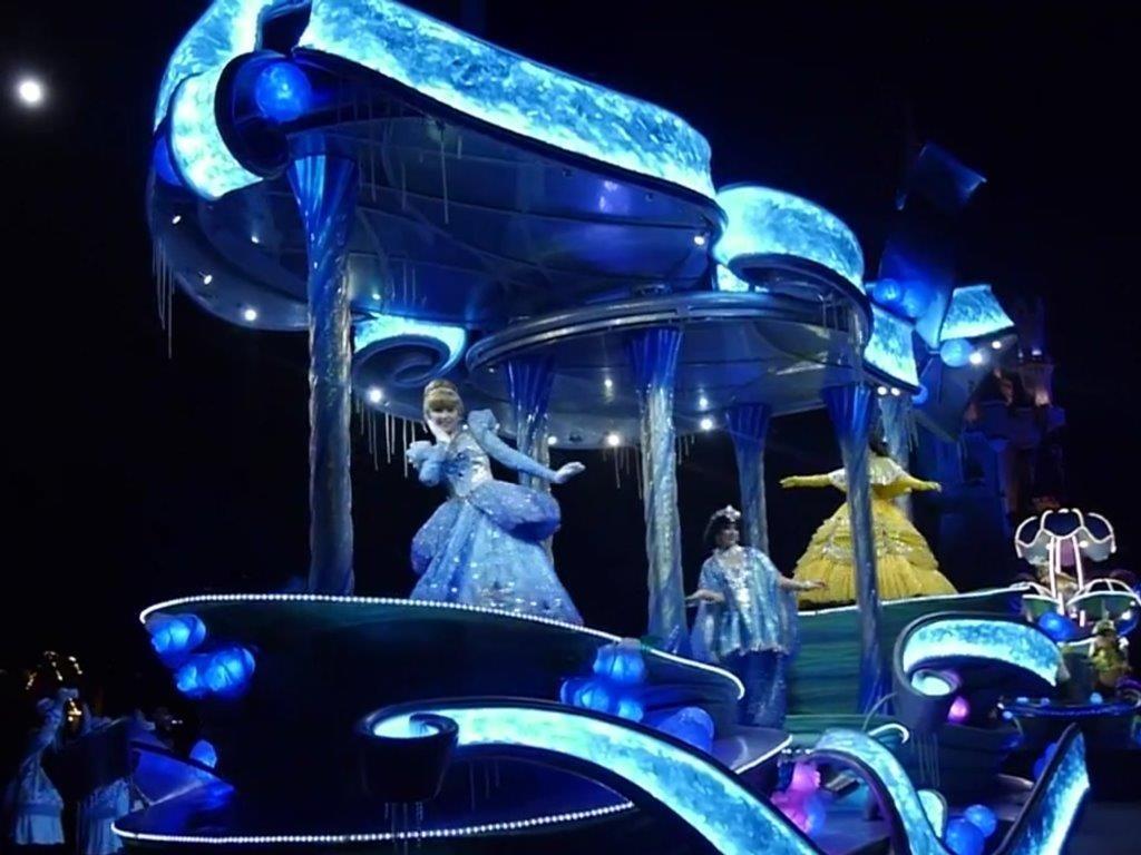 ディズニーランド・雨の日のパレード