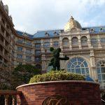 ディズニーランドホテルの正面玄関のミッキーマウス