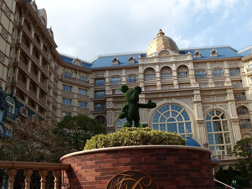 ディズニーホテルのチェックインの時間や混雑。代表者以外もok? | 東京