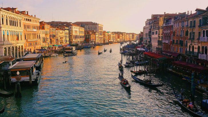 ヴェネツィアの風景とゴンドラ
