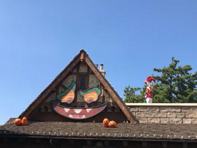 ディズニーランドのハロウィンの飾りつけ